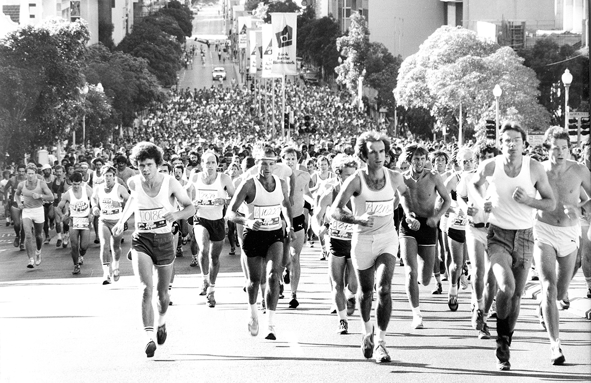 chevron-city-to-surf-for-activ_1982-runners-st-georges-tce-bw